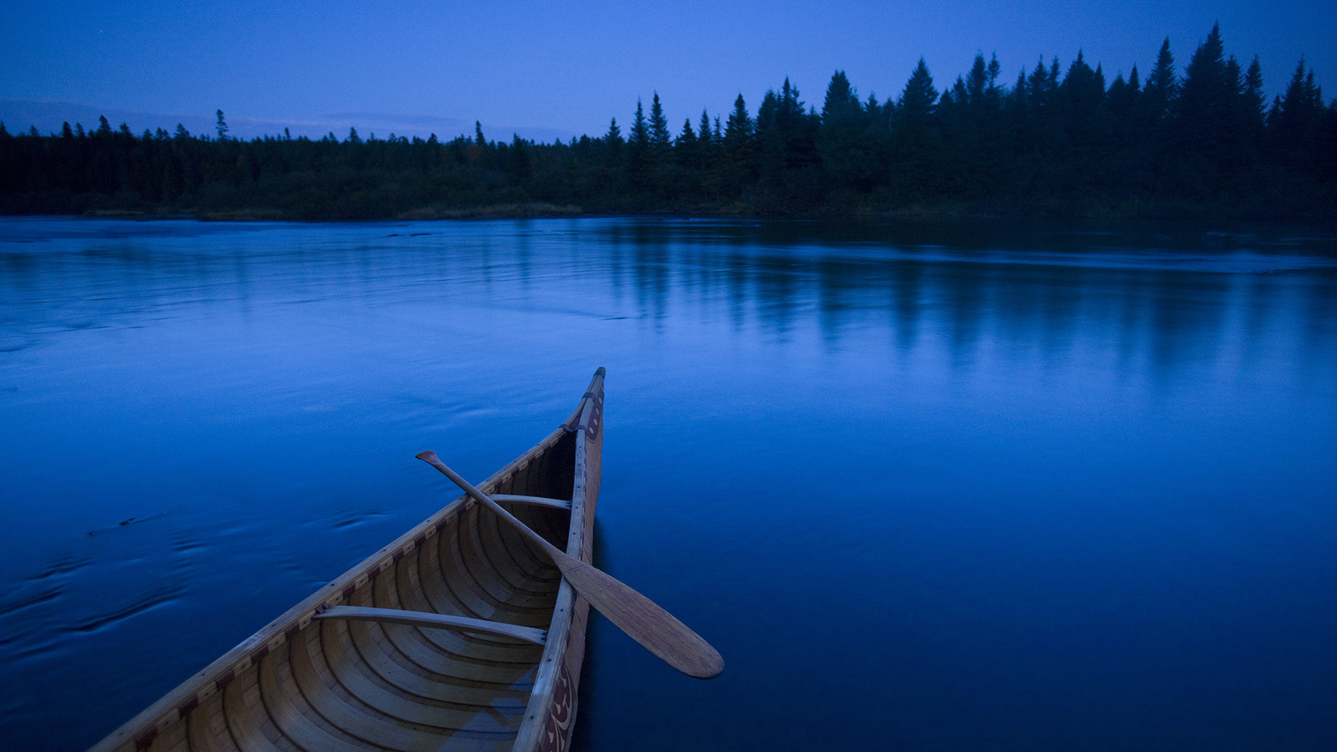 boat in a blue lake wallpapers
