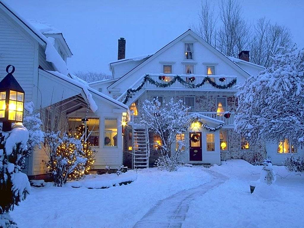 christmas deocrated houses image