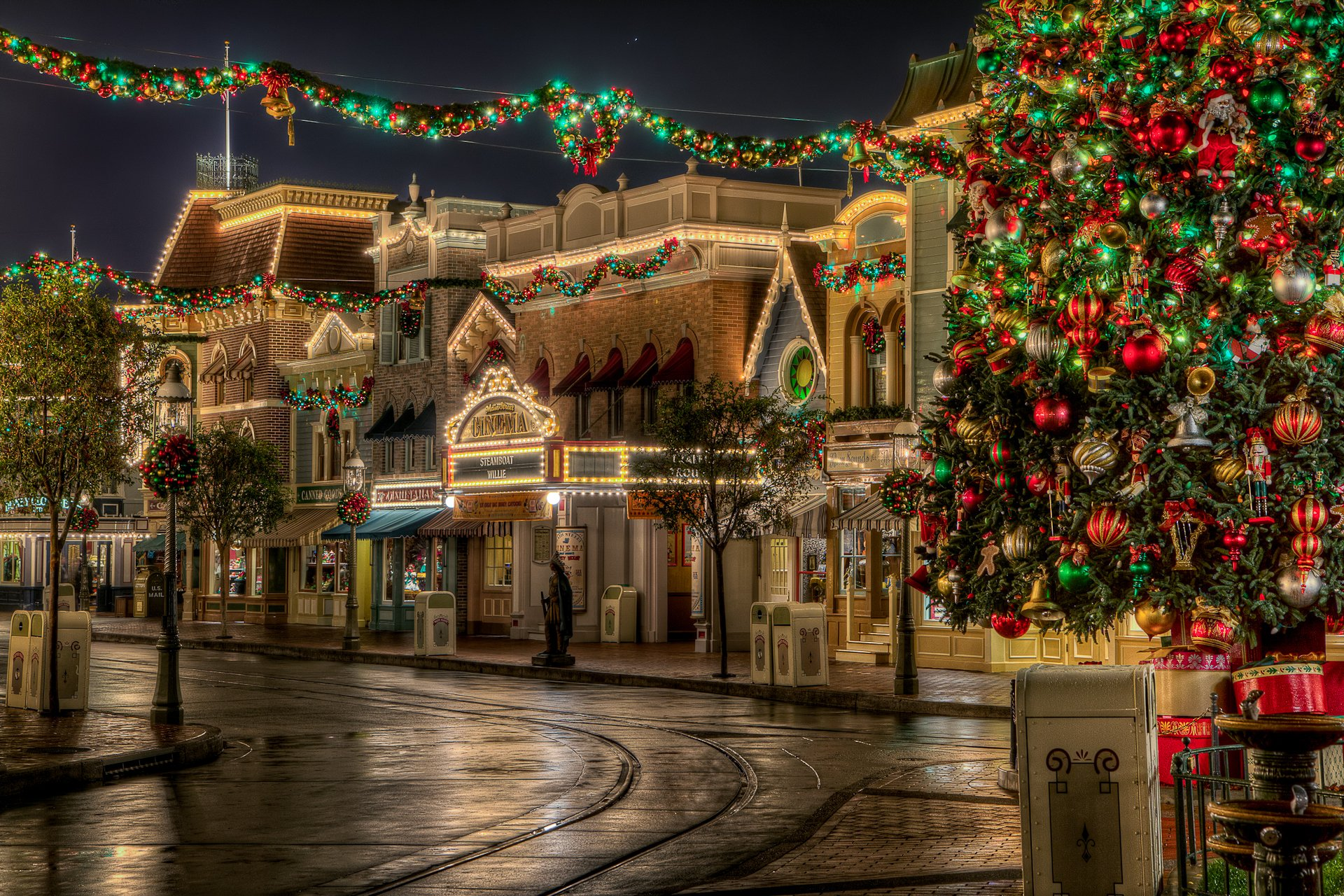 beautiful decorated area on christmas day
